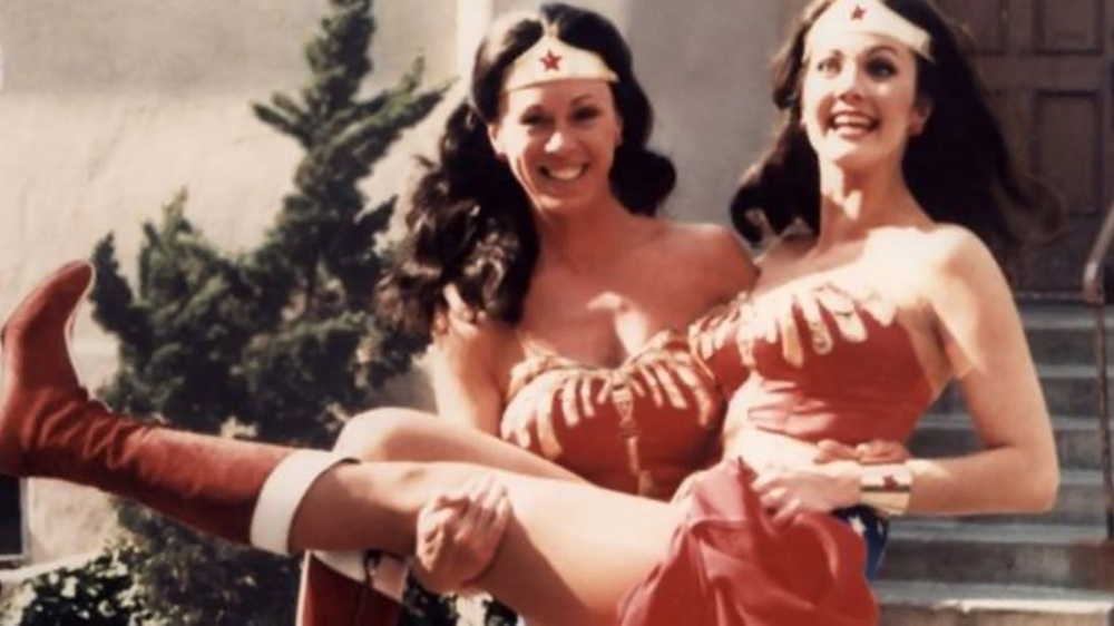 Jeannie-Epper-and-Lynda-Carter-Wonder-Woman-TV.jpg