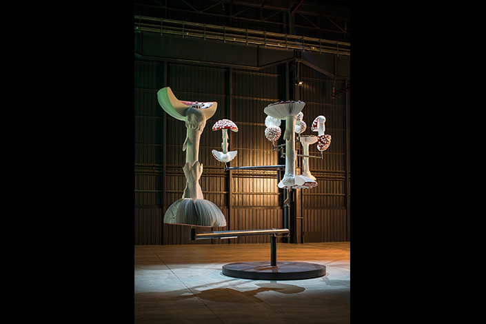 Carsten Höller, Flying Mushrooms, 2015 Courtesy of the Artist, Gagosian Gallery and Pirelli HangarBicocca, Milan. Photo: © Attilio Maranzano