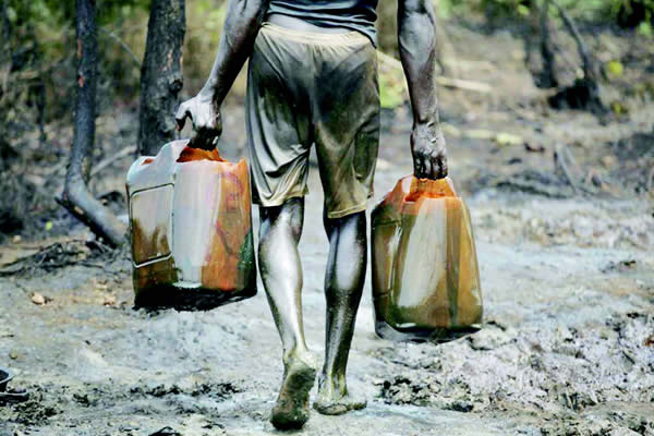 7 oil thieves has been arrested in Delta state by Nigerian Navy