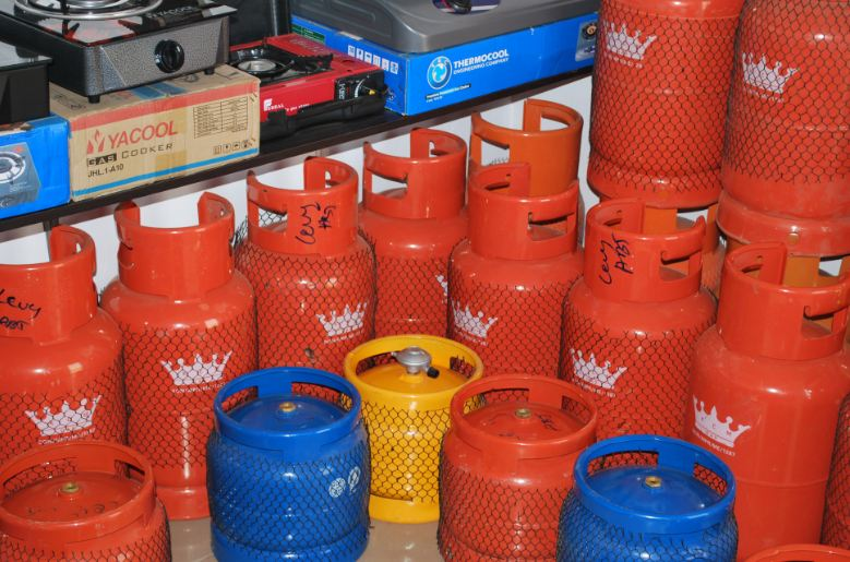 Consumers of Liquefied Natural Gas also known as cooking gas in FCT on Friday decried an abrupt increase in the cost of re-filling the various cylinders.