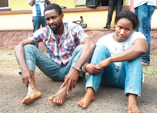 This 32-yr-old man caught and murdered his wife's lover on their matrimonial bed (photo)