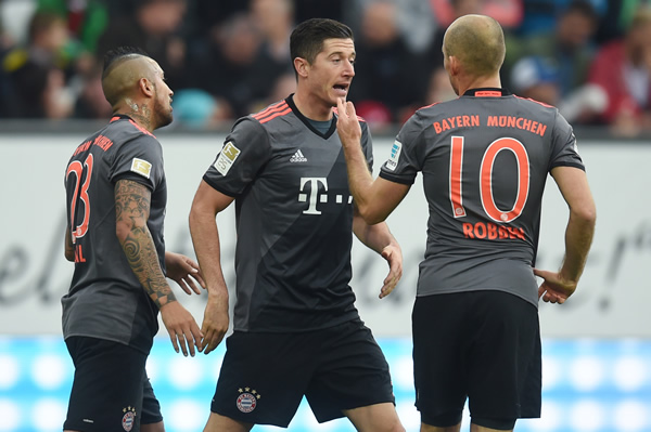 Bundesliga round-up: Bayern Munich maintain gap at top after beating Augsburg