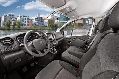 Opel_Vivaro_ohjaamo.jpg