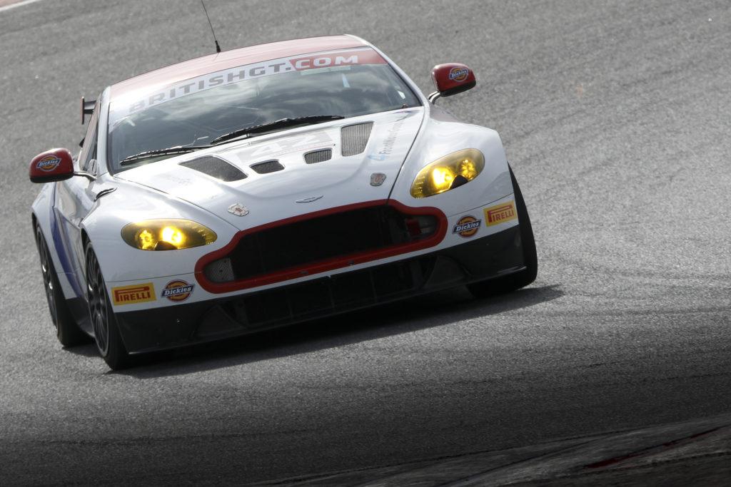 Det bliver Jans første sæson i GT racing, og han rykker dermed op fra formelvogne. Jønck deltog i det britiske BRDC Formel 3 mesterskab sidste år efter at have kørt ADAC Formel 4 i 2015.