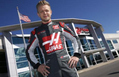 Kevin Magnussen Haas 2017 - på plads i sin nye køredragt fra det amerikanske team. Formel 1 Kalender