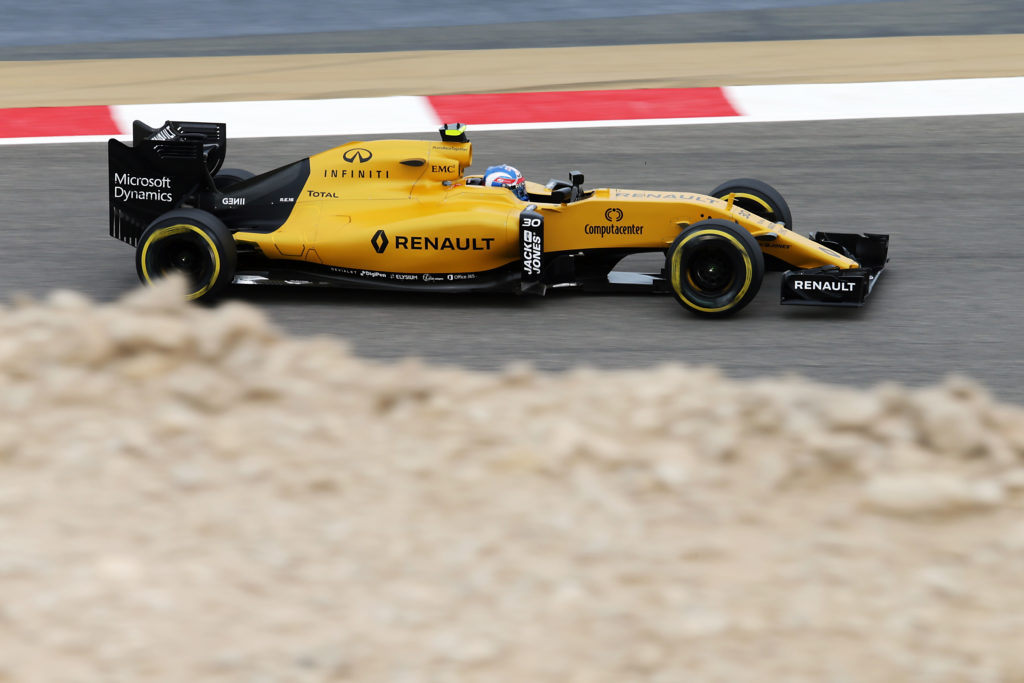 Jolyon Palmer (GBR) Renault Sport F1 Team RS16. Bahrain Grand Prix, Friday 1st April 2016. Sakhir, Bahrain.