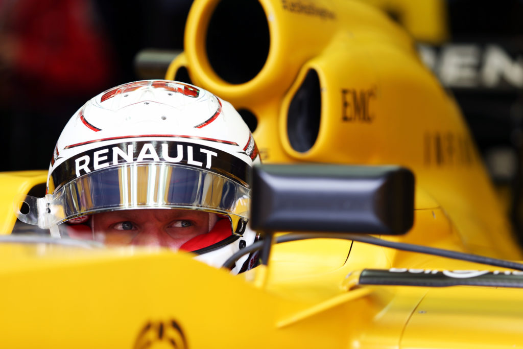 Kevin Magnussen (DEN) Renault Sport F1 Team RS16. Bahrain Grand Prix, Friday 1st April 2016. Sakhir, Bahrain.