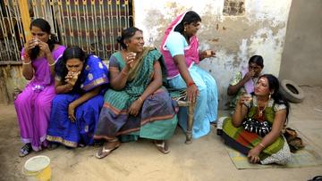 Guru, A Hijra family