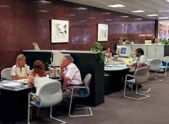 Los espa oles preferimos asesoramiento en la oficina for Oficinas bancarias abiertas por la tarde
