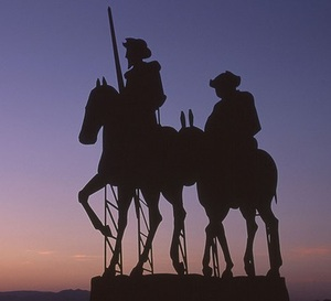 Figura de don quijote y sancho panza atardecer 1 col