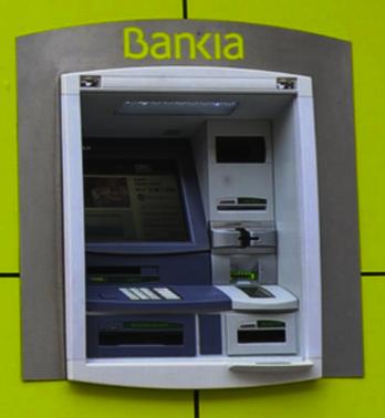 Los clientes de bankia van a poder sacar dinero gratis en for Cuanto dinero se puede sacar del cajero