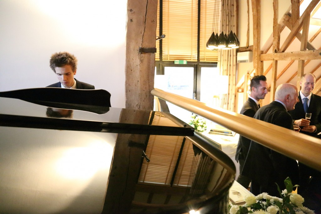 piano player barn brasserie wedding photograph