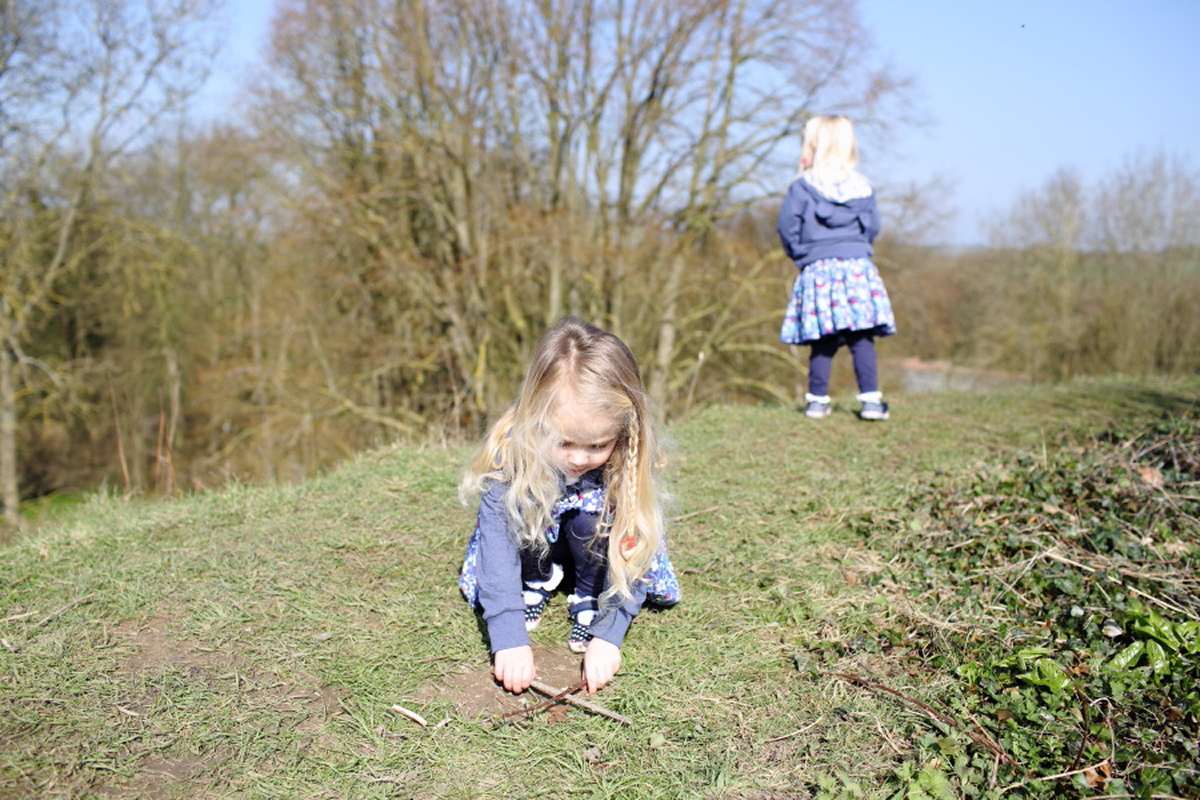 fun-twins-family-photography-cambridgeshire
