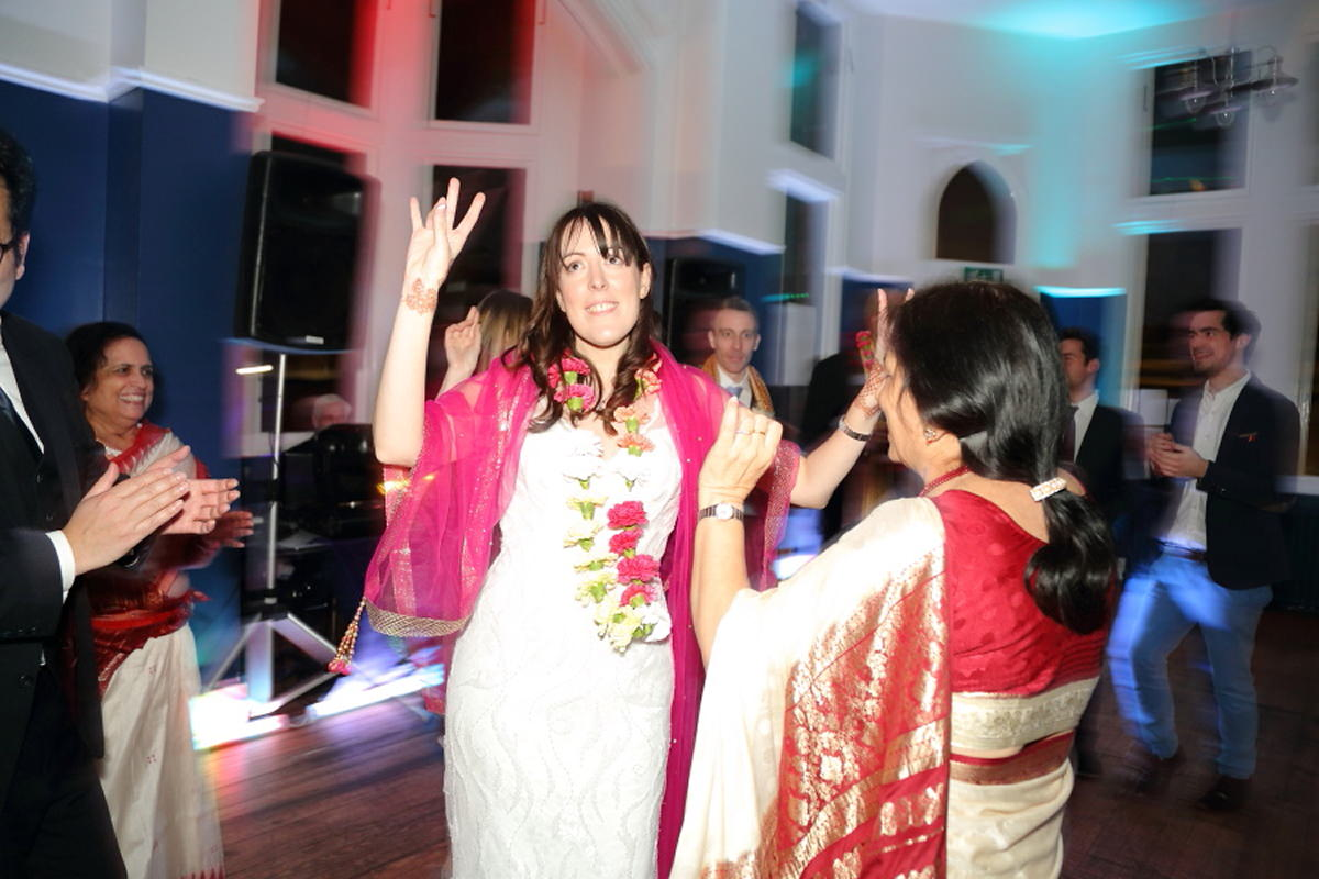 traditional indian dance at cambridge union society wedding