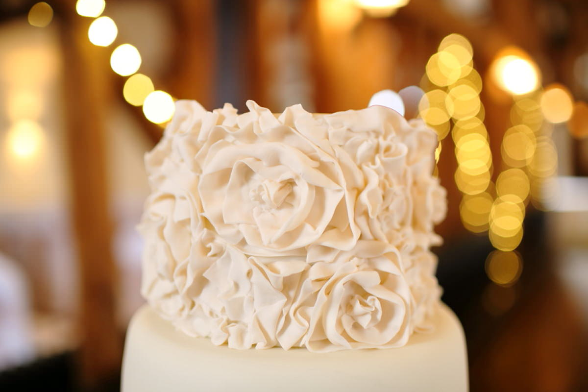 amazing cake at channels golf club, wedding photography