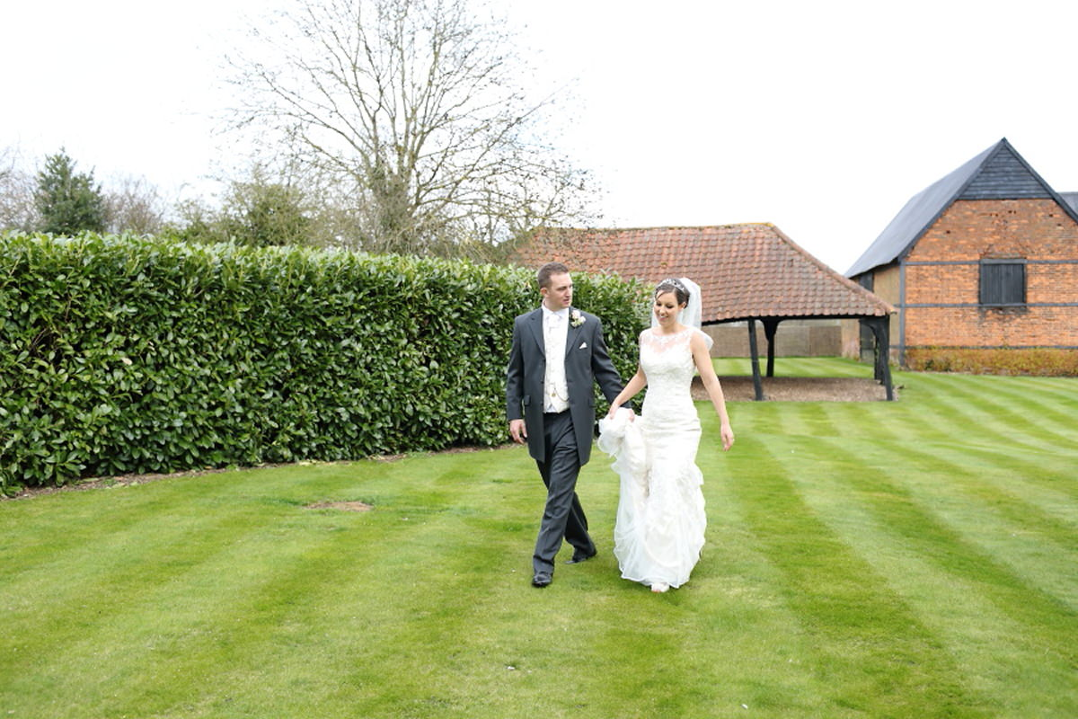 relaxed essex wedding photography at channels golf club essex