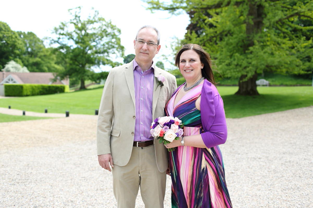 relaxed, informal wedding with colourful dress at le talbooth essex