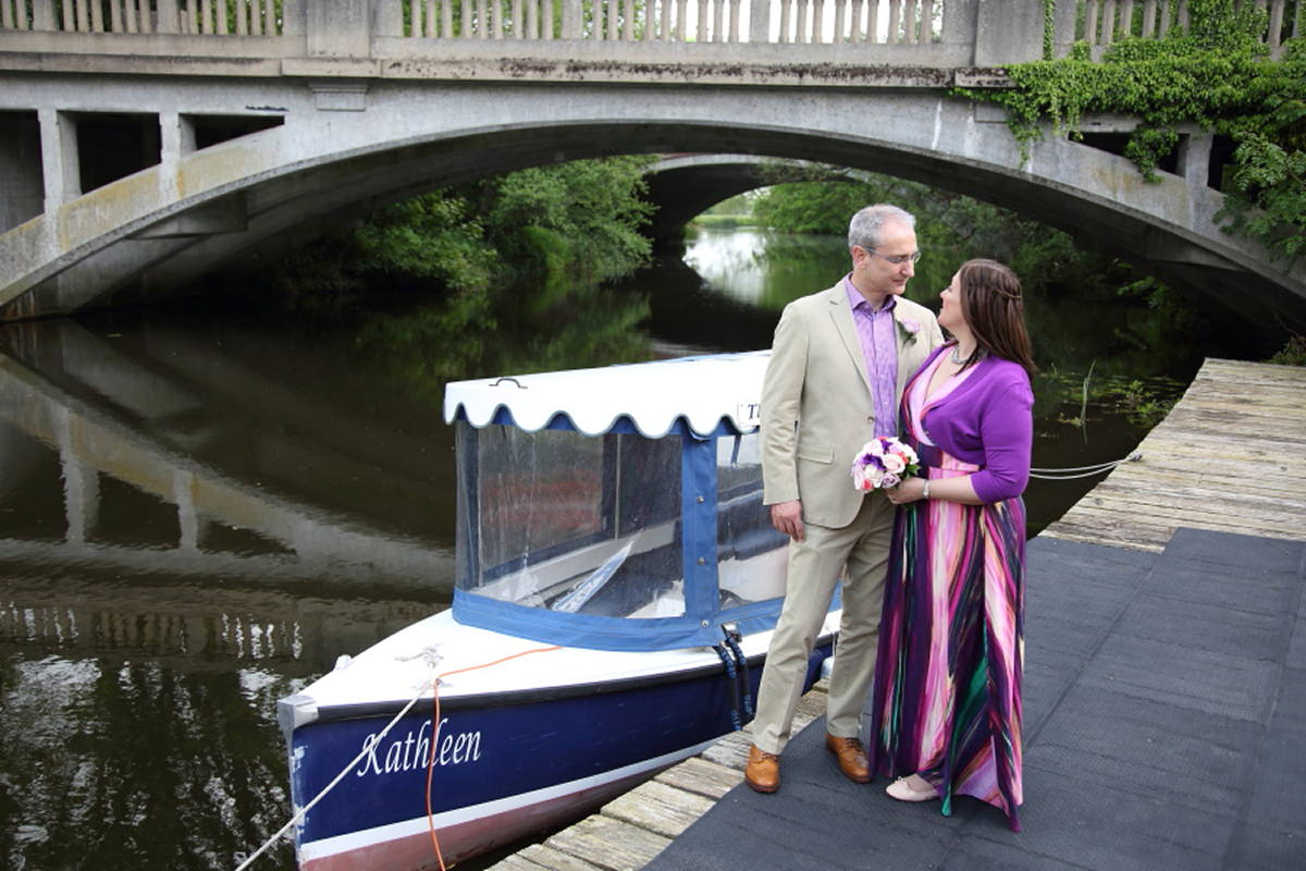 photographs by the river at le talbooth wedding