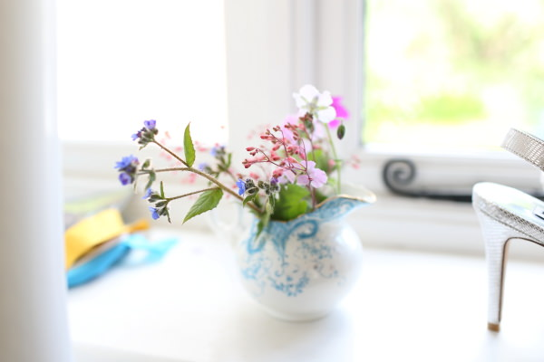 simple flowers at home of relaxed saffron walden bride