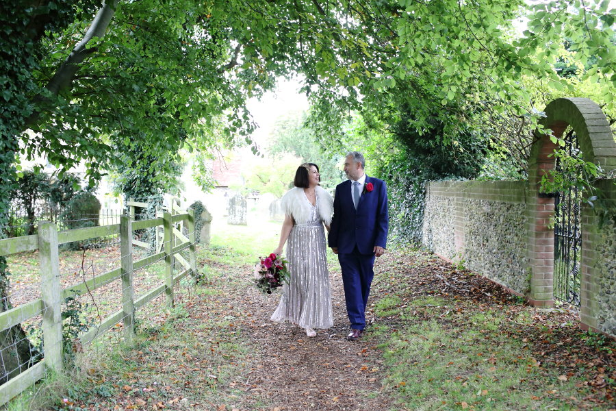 relaxed couples portraiture at manuden church essex