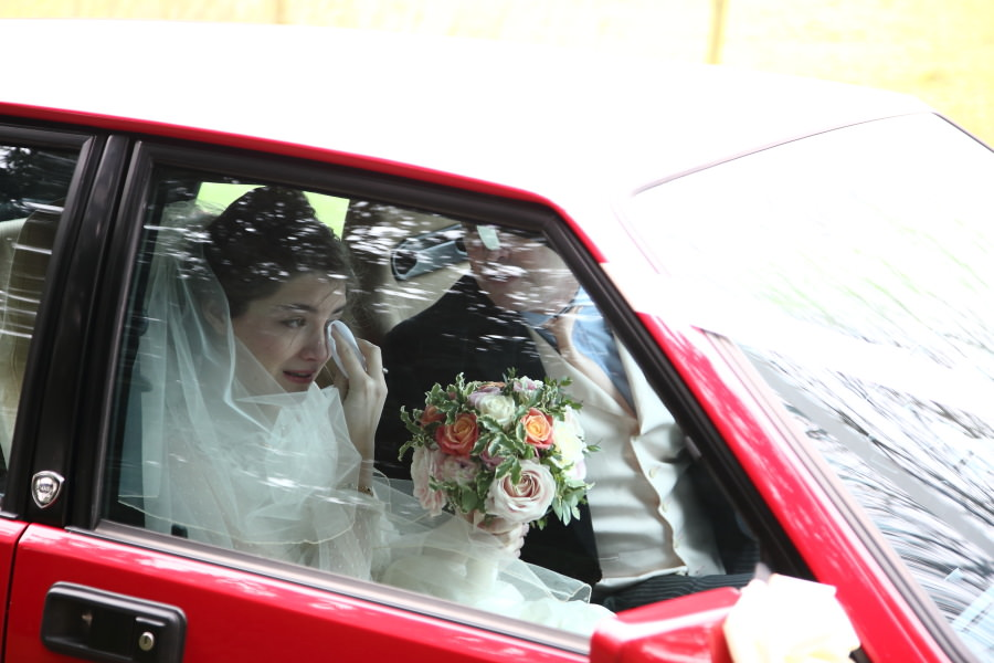 bride arrives with father, nowton wedding photography