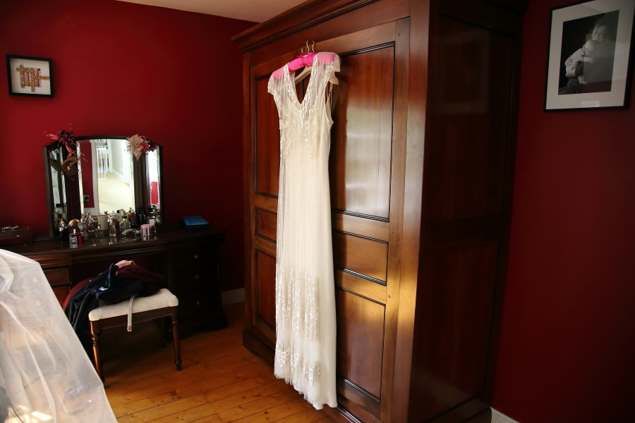 relaxed wedding photography, jenny packham gown, hempstead essex