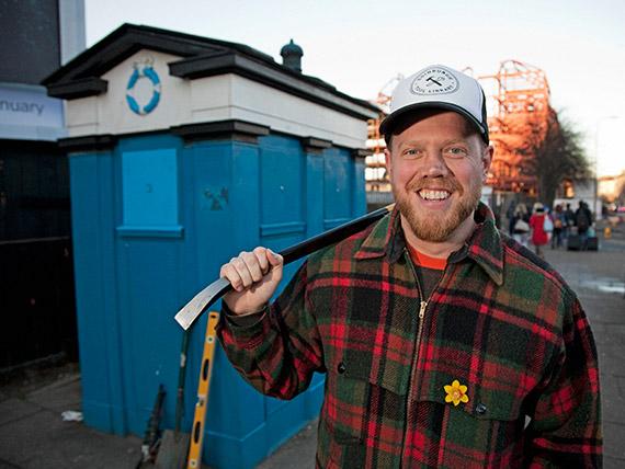 Chris Hellawell tool sharing in Edinburgh from a police box