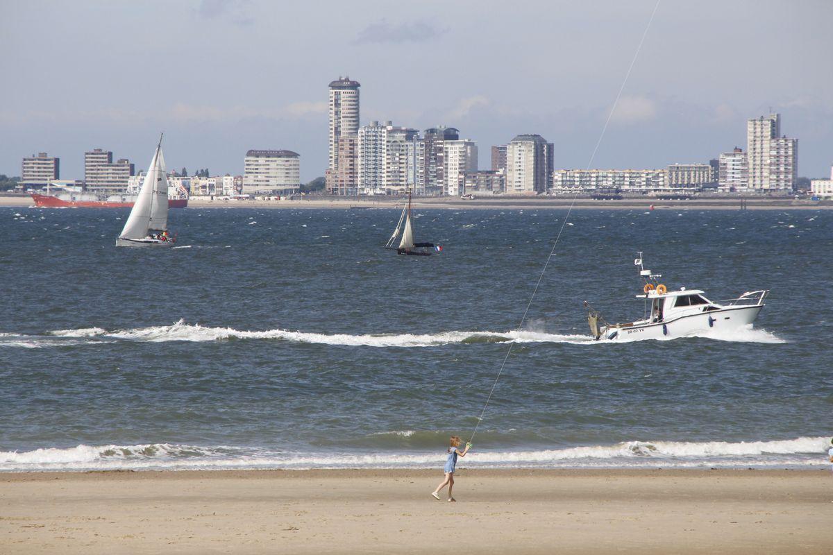 Segeln oder Drachen steigen lassen: Am Strand von Breskens hat jeder genug Platz für sein Hobby