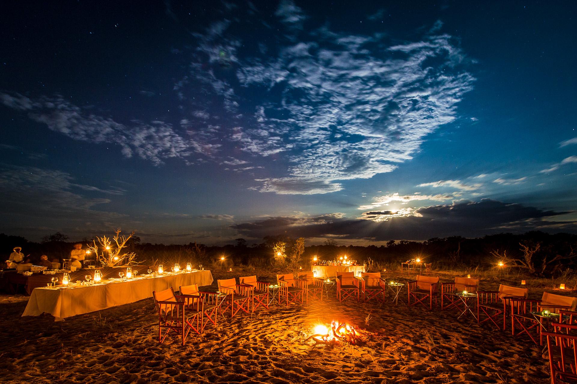 vumbura-plains-camp-activities-bush-dinner-01