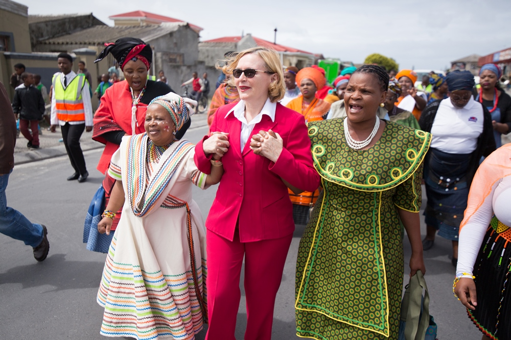helen-zille-and-mama-gloria-bebeza-at-khumbulani-centres-official-opening-ceremony
