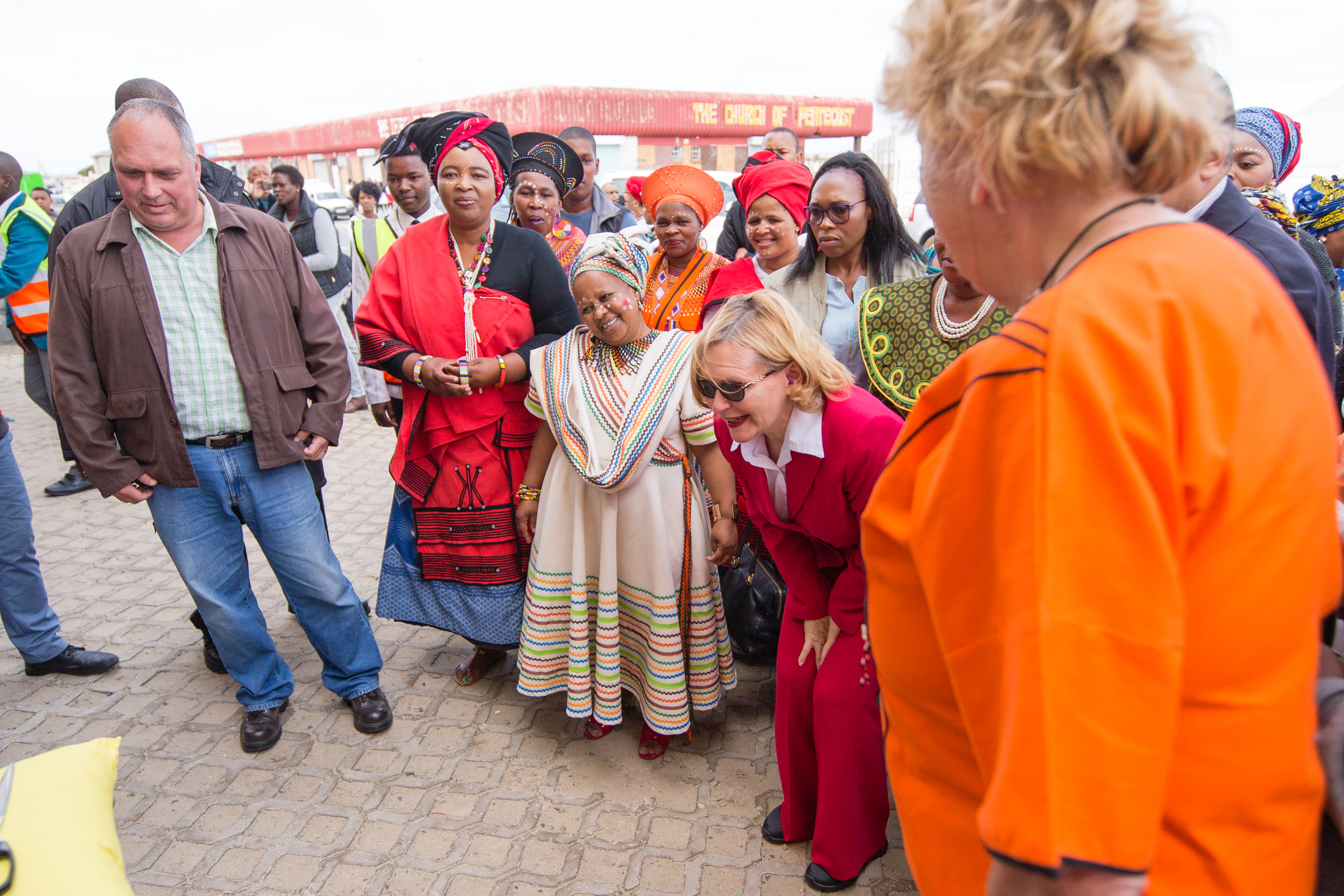 helen-zille-and-gloria-about-to-cut-the-ribbon-at-khumbulani-centres-official-opening-ceremony