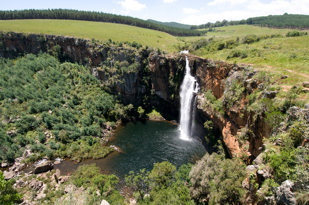 water-falls-along-the-panorama-route