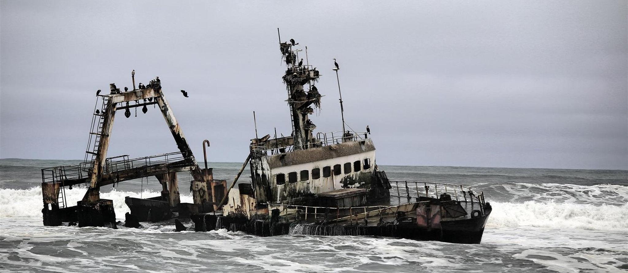 shipwreck-on-the-skeleton-coast-namibia