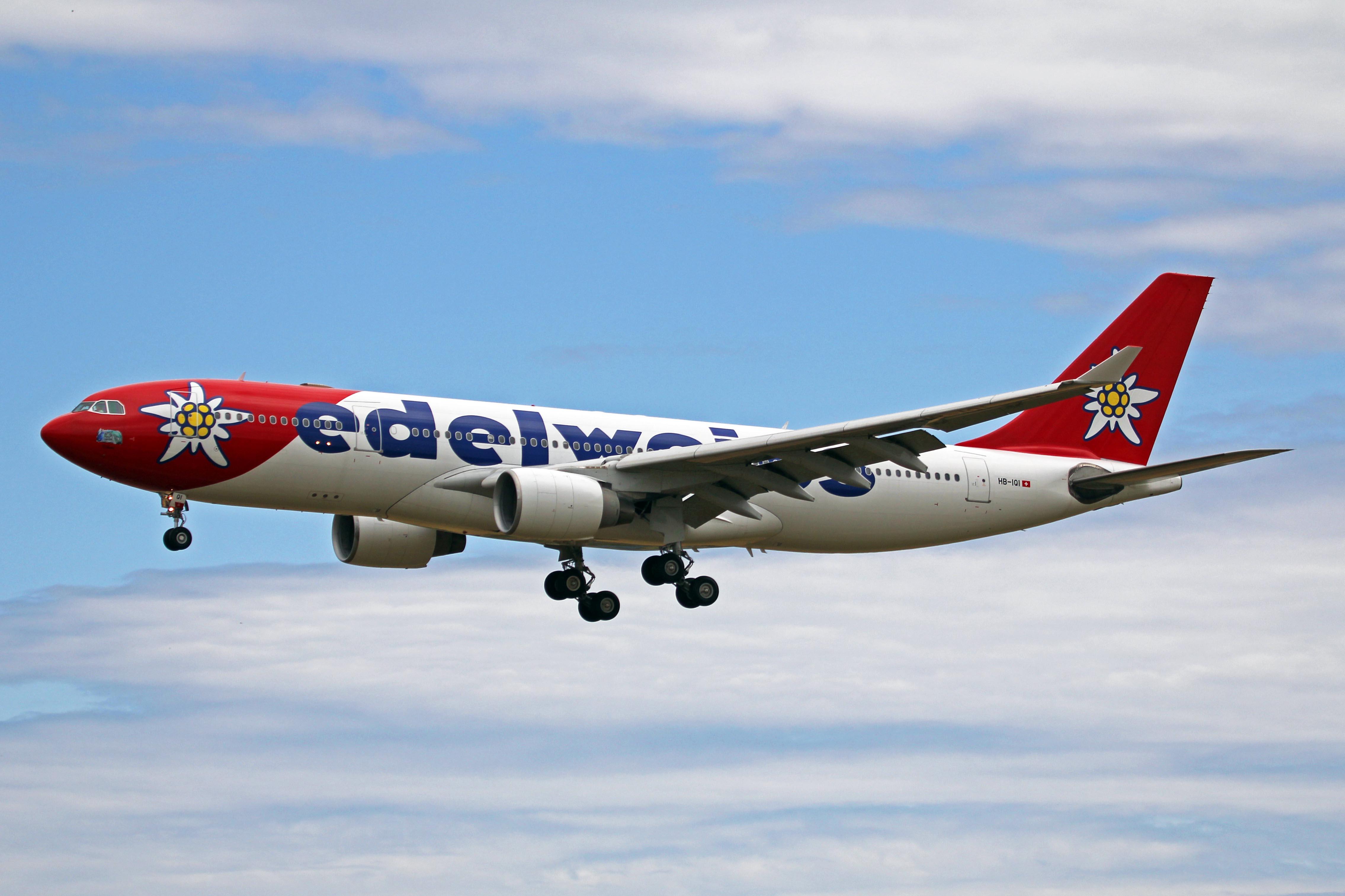 HB-IQI_A330-223_Edelweiss_Air_PMI_01JUN13_(8914169816)