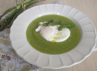 Come preparare la crema di asparagi all'uovo