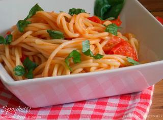 Come preparare gli spaghetti al pomodoro e basilico