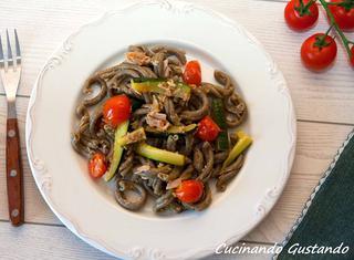 Ricetta: pasta pomodorini, zucchine e tonno