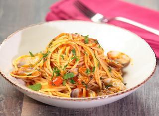 Spaghetti alle vongole in rosso