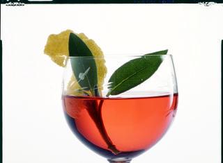 Come preparare il vino alla salvia