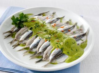Ricetta: alici marinate con salsa verde