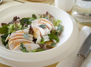 Ricetta: insalata di pollo e pesche con le mandorle
