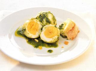 Uova sode in salsa verde