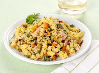 Pasta con tonno, zucchine e carote