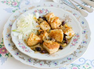 Spezzatino di pesce spada in padella con le olive