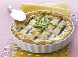 Torta salata di asparagi, ricotta e maggiorana