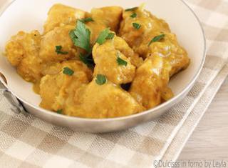 Ricetta: petto di pollo al curry e panna