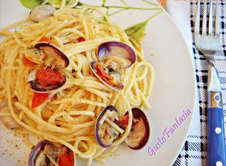 Come preparare gli spaghetti con vongole e bottarga