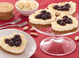 Cuori di cheesecake mandorle e amarene