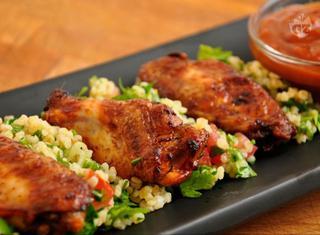Ricetta: Ali di pollo affumicate con tabouleh
