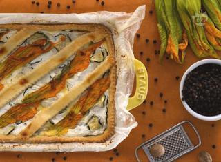 Come preparare la crostata salata alla ricotta e fiori di zucca
